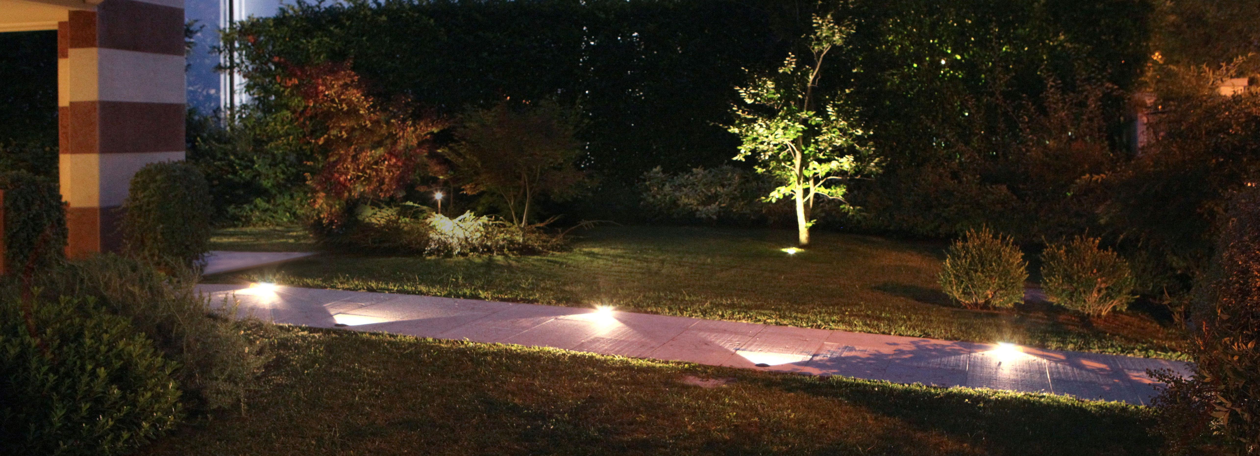 Villa privata b light - Vialetto giardino illuminato ...